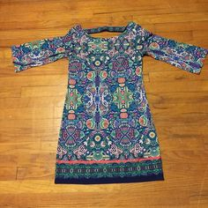 Laundry by Shelli Segal Dress Beautiful Laundry by Shelli Segal dress. Bold print that's great for spring. Navy blue lining in dress so it's not sheer. Cute keyhole detail on back. Sleeves are a little flowy. Only worn 3 times. 👗 Laundry by Shelli Segal Dresses Midi
