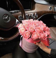 Roses for her 💕 via Pic: dashamart Luxury Flowers, Pretty Flowers, Roses For Her, Rosen Box, Send Flowers Online, Anniversary Flowers, Flower Aesthetic, Arte Floral, Flower Boxes