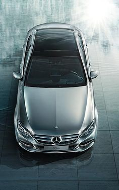 This confidently stylish Mercedes-Benz C-Class, which has progressive shapes with emotive elements, is both sporty and luxurious.