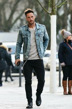 Denim jacket Chelsea boots black denim shape up this streetstyle combo #denimjacket #streetstyle #streetwear #streetfashion #menswear #mensfashion #menstyle #denim #chelseaboots
