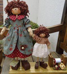 """""""Valentina y su hija"""" By Cristina Polonio. (Tela y madera)"""