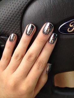 Beautiful Short Nails Acrylic Silver Nail Polish Chrome