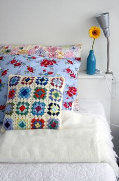 now I know what I´ll do with all the granny squares I did and never able to finish :)