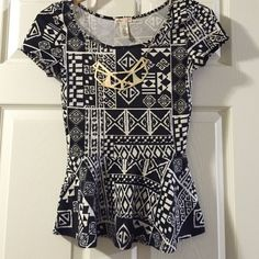Junior size top Comes with the necklace attached or it can be removed if you don't like it. In excellent condition. Size says M, but it can also be a S L8ter Tops