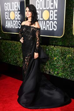 Penelope Cruz Photos - Actor Penelope Cruz attends The Annual Golden Globe Awards at The Beverly Hilton Hotel on January 2018 in Beverly Hills, California. Penelope Cruz, Golden Globe Award, Golden Globes, Celebrity Red Carpet, Celebrity Style, Ralph & Russo, Glamorous Dresses, Red Carpet Event, Hollywood