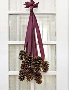 Deur decoratie van Dennenappels & lint
