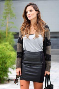 falda 2 texturas (tela & cuero) negro - camiseta blanca & rebeca con encaje gris & negro