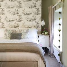 wallpaper in bedroom