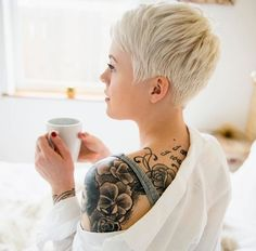 My next stage in the grow out Short Pixie Haircuts, Short Hair Cuts, Short Hair Styles, Pixie Cuts, Funky Hairstyles, Pretty Hairstyles, Pelo Color Gris, Corte Y Color, Short Blonde