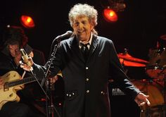 Bob Dylan durante una actuación en Los Ángeles, el 12 de enero de 2012.
