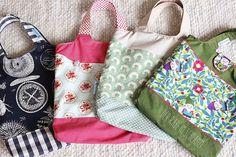 """Ich habe die Geschenkekiste ein bisschen aufgefüllt mit vier Einkaufsbeuteln nach dem Freebook """"Kurt"""" von Fabelwald / Herzekleid ( klick).  ..."""