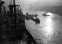 26 October The sun comes through at the Pool of London. 26 Haunting Photos Of The London Fog Fog Photography, London Photography, Street Photography, London Pictures, London Photos, Vintage London, Old London, Vintage Men, London History
