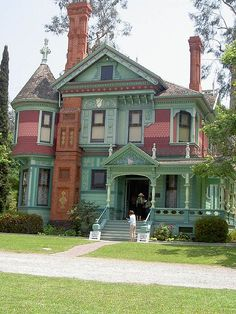 Hale House built in 1897 is part of the Heritage Square museum complex in Pasadena, CA. I would definitely tone down the paint colors. Victorian Architecture, Beautiful Architecture, Beautiful Buildings, Beautiful Homes, Style At Home, Victorian Style Homes, Victorian Houses, Victorian Era, Victorian Decor
