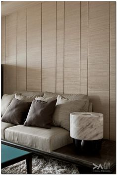 Inspiration for Mix and Match Traditional Wall with Modern Interior - The Urban Interior Interior Walls, Living Room Interior, Interior Design, Wall Design, House Design, Decoration Inspiration, Wall Cladding, Wall Panelling, Contemporary Interior