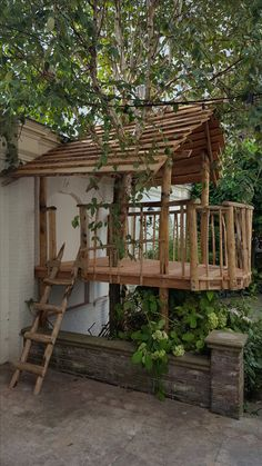 Backyard Playhouse, Backyard Playground, Backyard For Kids, Tree House Plans, Cool Tree Houses, Natural Playground, Outdoor Fun, Play Houses, Indoor Garden