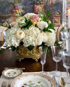 Charming tablescape featuring this stunning floral centerpiece! Interior design by Linda Floyd, she incorporates a strong French influence… Floral Centerpieces, Table Centerpieces, Centrepieces, Table Arrangements, Floral Arrangements, Flora Danica, Entertainment Table, Beautiful Table Settings, Elegant Dining