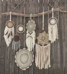 Driftwood Doily Dreamcatchers Wall Hanging - The ultimate boho chic focal piece adding a simplistic earthy elegance to any room or wedding decor with its rustic driftwood and pheasant feathers and neutral-toned mixture of various crocheted doilies and fa Los Dreamcatchers, Dream Catcher Mandala, Owl Dream Catcher, Dream Catcher Decor, Lace Dream Catchers, Diy And Crafts, Arts And Crafts, Do It Yourself Inspiration, Deco Nature