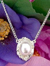 Pearls & Crystals Jewelry | Pearl Bridal Necklace in Vintage Design