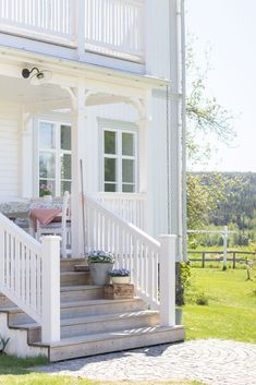 Back Steps, My Dream Home, Diy Home Decor, Porch, Villa, Cottage, Patio, Architecture, Outdoor Decor