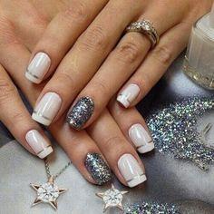 Nail art bianca e silver glitterata