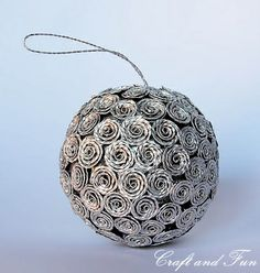 Riciclo Creativo - Craft and Fun: Il riciclo per un Natale creativo( i bet this could be made with recycled aluminum foil as well, or old christmas paper!)