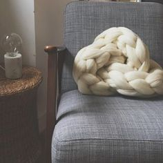 #knittingnoodles #knitknotcushion // Almost it is weekend and we continue to believe in news...