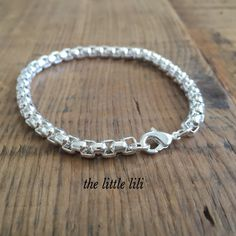 Silver Bracelet, Chain Bracelet For Her, Square Chain Bracelet, Silver Jewelry, Gift For Her Under 25, Christmas Gift, Silver Chain, Thick Chain.   *All our shipment are gift wrapped.   Silver thick chain bracelet. Simple but beautiful bracelet for everyday.  *The perfect gift for her*  -Bracelet measure: approx. 7.4 inches.  -Bracelet thickness: approx 4 mm.   ***Check our shop here***  https://www.etsy.com/shop/thelittlelili In the little lili all our items come beautifu...