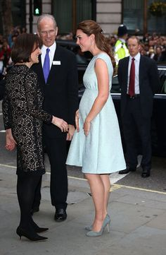 Kate Middleton Makes a Bright Appearance in London With Her Bump | Pictures