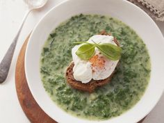 Spinateintopf mit verlorenem Ei ist ein Rezept mit frischen Zutaten aus der Kategorie Blattgemüse. Probieren Sie dieses und weitere Rezepte von EAT SMARTER!