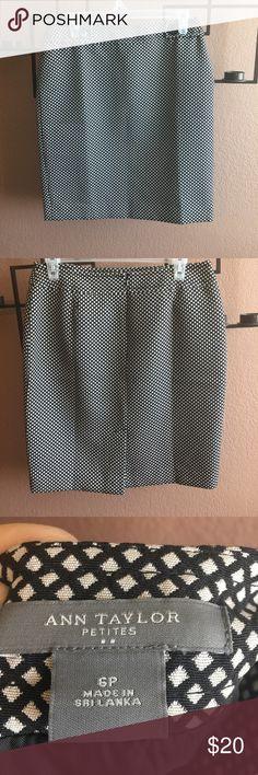 Ann Taylor skirt Ann Taylor skirt 6P never been worn Ann Taylor Skirts Midi