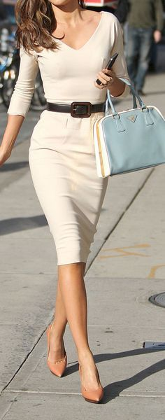 Classic pencil dress but the bag and shoes bring it to life - basic is always good!