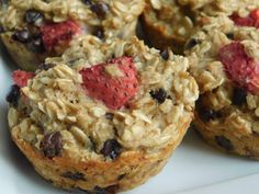 Strawberry banana chocolate chip oatmeal muffins - Drizzle Me Skinny!Drizzle Me Skinny!