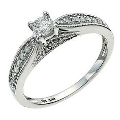 18ct White Gold 0.40 Point Diamond Ring - My beautiful engagement ring :)