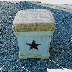Pouf, repose-pieds en bois et toile de jute, de style industriel