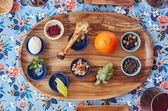 Update the Traditional Seder Plate. - Swap out items and add new ones entirely to create a Seder plate that has an extra-special place at - Passover Traditions, Passover Recipes, Jewish Recipes, Sedar Plate, Passover Seder Plate, Food Plating, Food Print, Healthy Recipes, Free Recipes