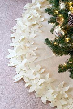 9 Beautiful DIY Christmas Tree Skirts: DIY Ivory Floral Christmas Tree Skirt