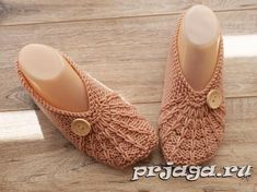Легкие следки на двух спицах Knitting Stitches, Knitting Patterns Free, Knit Patterns, Knitting Socks, Knit Slippers Free Pattern, Knitted Slippers, Baby Scarf, Learn How To Knit, Knit Crochet