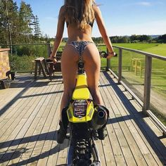 Can riding a motorcycle be safe? Biker Chick Outfit, Motocross Girls, Cuerpo Sexy, Cafe Racer Girl, Dirt Bike Girl, Scooter Girl, Bike Style, Hot Bikes, Dirtbikes
