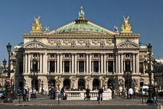 Opera Garnier em Paris 1862 Se espelha em palácios barrocos Edifício do estilo ecletico