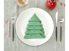 """クリスマスの食卓を華やかに!ナプキンで作る""""クリスマスツリー""""がオシャレ!"""