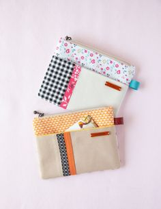 Claire Zip Pouch - Gift Ideas - The Dallas Media Diy Bag With Zipper, Zipper Bags, Zipper Pouch, Zip Pouch Tutorial, Coin Purse Tutorial, Patchwork Bags, Quilted Bag, Fabric Boxes, Fabric Basket