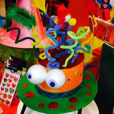 crazy hats for children& day 2019 Funky Hats, Cool Hats, Theme Carnaval, Art For Kids, Crafts For Kids, Crazy Hat Day, Silly Hats, Hat Crafts, Diy Hat