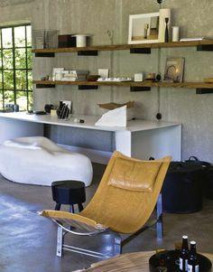 Déco béton, roche et cuir pour trancher / Mix of textures  in a contemporary house in belgium   More photos http://petitlien.fr/6zot