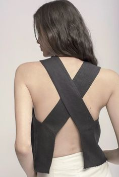 Ziiropa-Aku Cross Top in Black Fashion Tips For Women, Diy Fashion, Fashion Dresses, Fashion Design, Tops Vintage, Diy Crop Top, Cross Top, Virtual Fashion, Black Linen