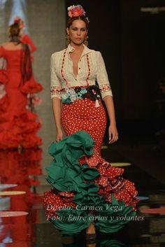 Carmen Vega Simof 2015   Por Claudia Alfaro vía Entre Cirios y Volantes. Colorful Fashion, Boho Fashion, Womens Fashion, Flamenco Costume, Flamenco Dresses, Crazy Dresses, Spanish Dress, 2015 Fashion Trends, Mexican Dresses