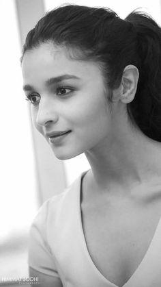 In just a few years, Alia Bhatt has earned great success and made established herself in cinema. Cute Celebrities, Indian Celebrities, Bollywood Celebrities, Bollywood Actress, Celebs, Beautiful Indian Actress, Beautiful Actresses, Alia Bhatt Varun Dhawan, Alia Bhatt Photoshoot