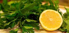 Benefits of lemon & parsley. Recipe for anti-viral support for your body Healing Herbs, Medicinal Herbs, Natural Healing, Salsa, Lemon Benefits, Kids Health, Parsley, How To Stay Healthy, Health And Beauty