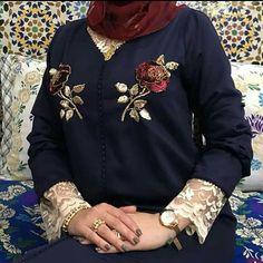 Image may contain: one or more people Pakistani Fashion Casual, Muslim Fashion, Hijab Fashion, Mode Abaya, Mode Hijab, Moroccan Caftan, Moroccan Style, Muslim Wedding Dresses, Islamic Clothing