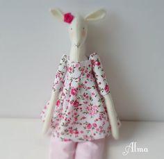 mouton de tissu tida tissu liberty Alma : Accessoires de maison par betty-et-berenice