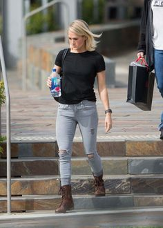 Carrie Underwood Out And About In Adelaide - December 05, 2016